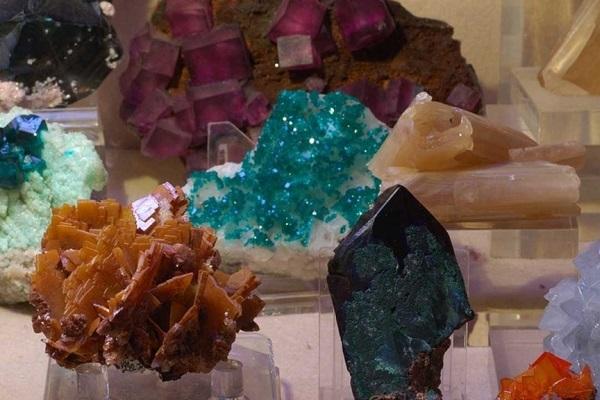 Mineralogy & Geology